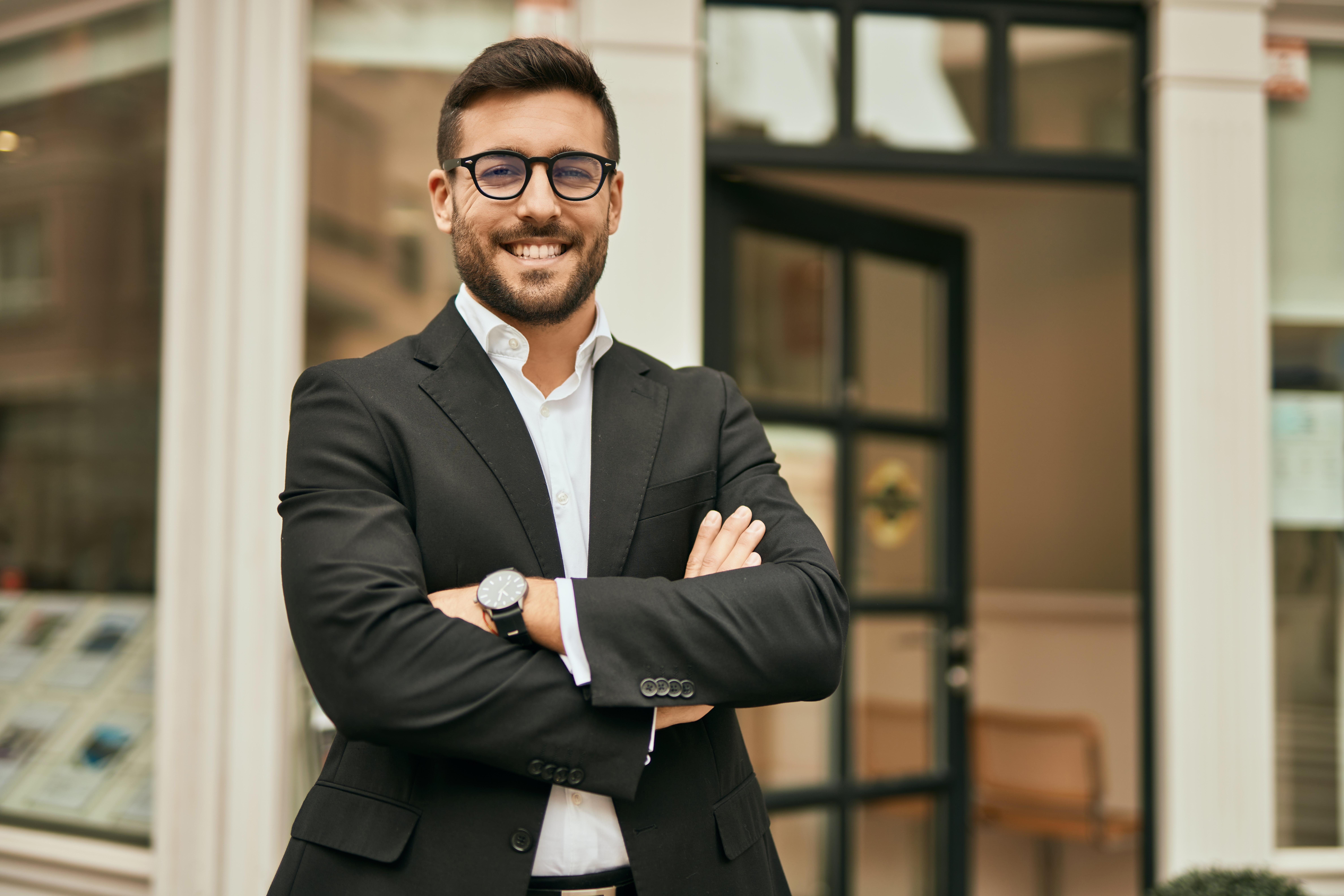 Бизнесмен, который может переехать в Италию через бизнес