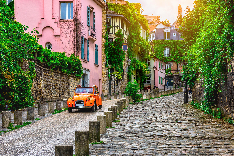 Улица в Париже, столице Франции, ВНЖ которой могут получить россияне, украинцы и белорусы