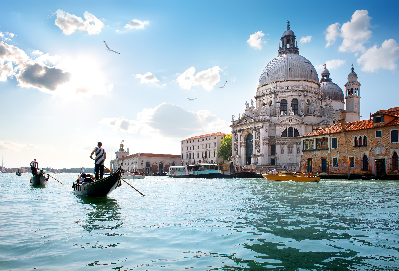 Гранд канал и собор Санта-Мария в Италии, ПМЖ которой могут получить иностранцы