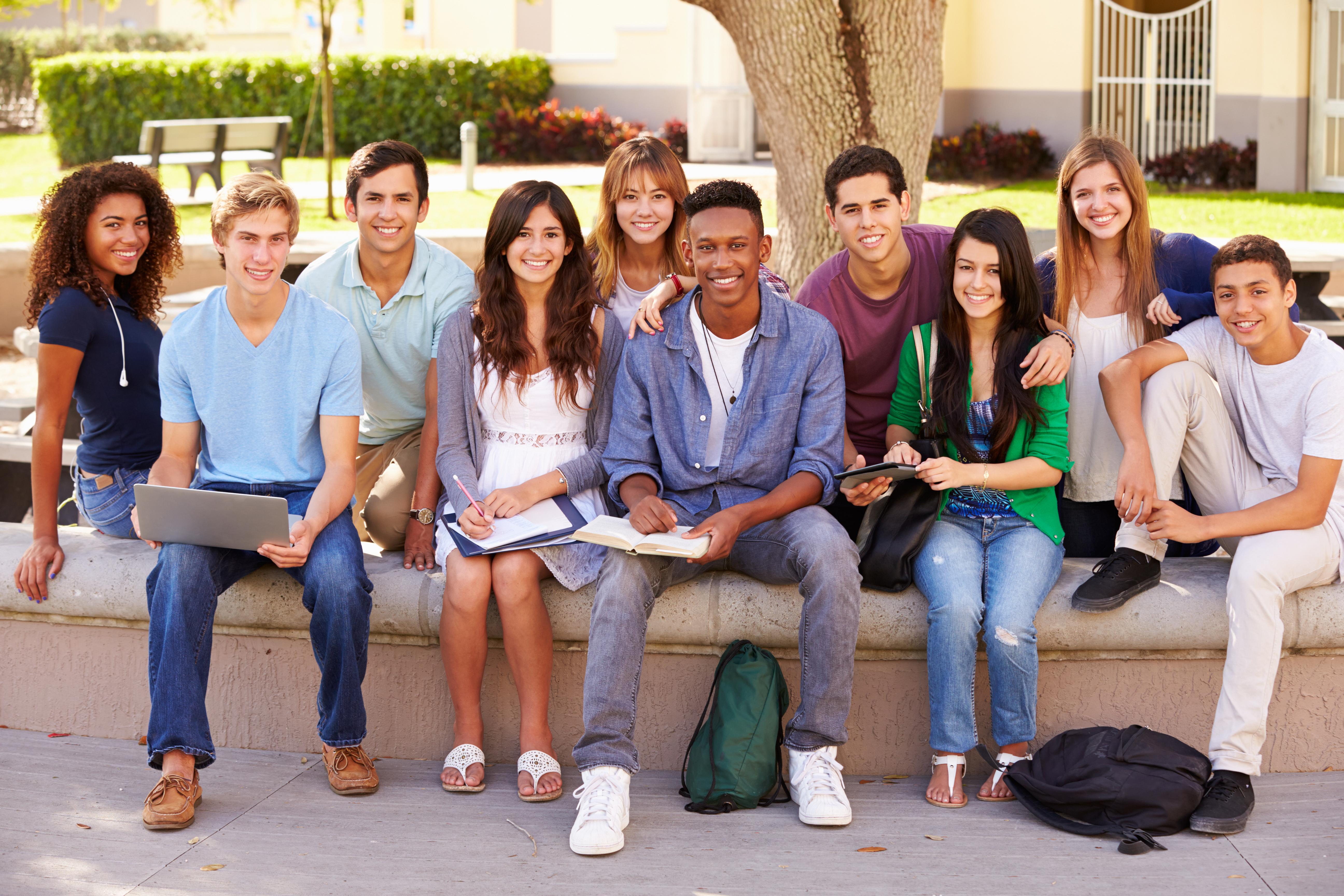 Студенты в Португалии, ВНЖ которой можно получить по учебе