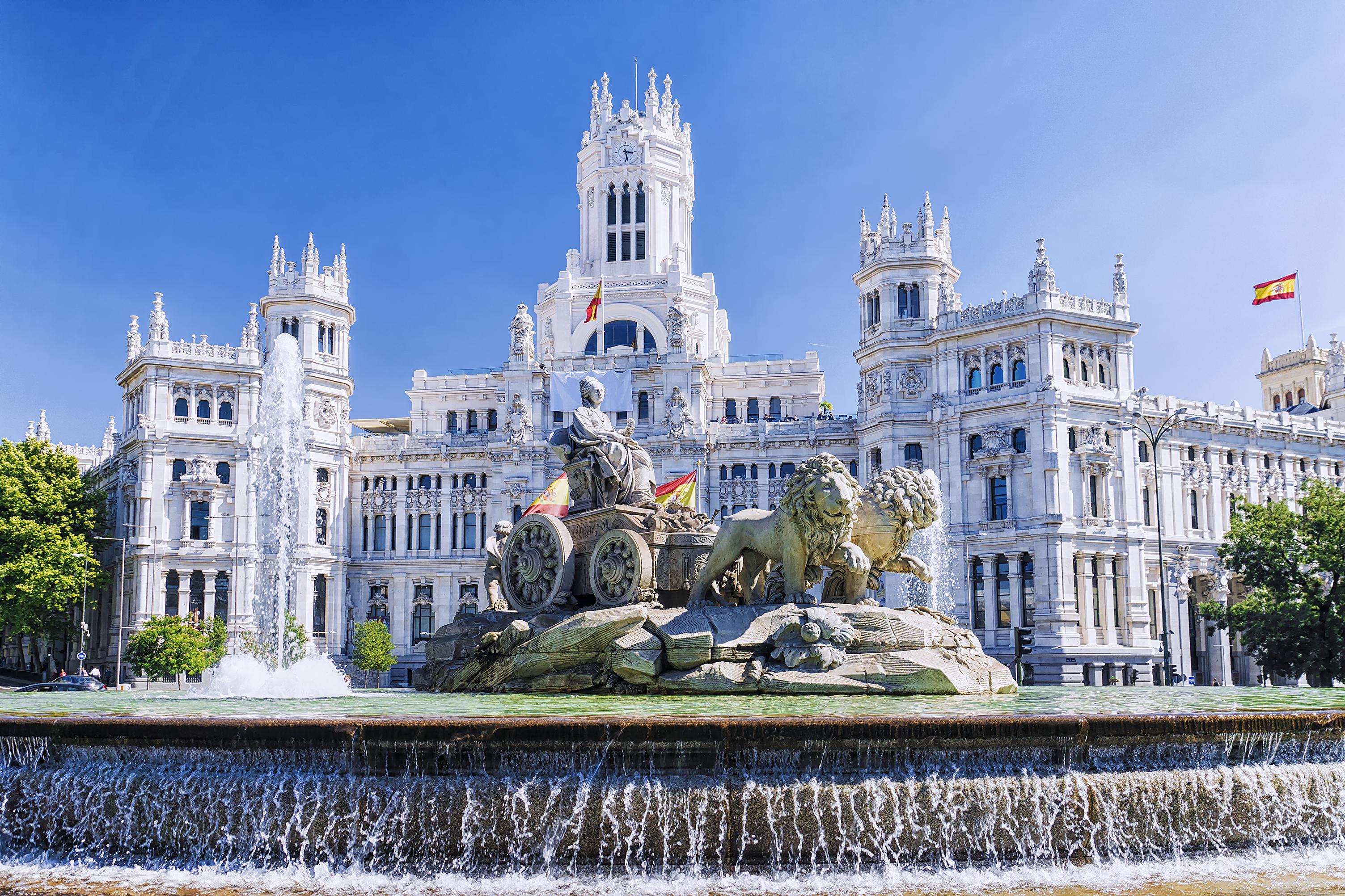 Фонтан Сибелес в Мадриде, столице Испании, ПМЖ которой могут получить иностранцы