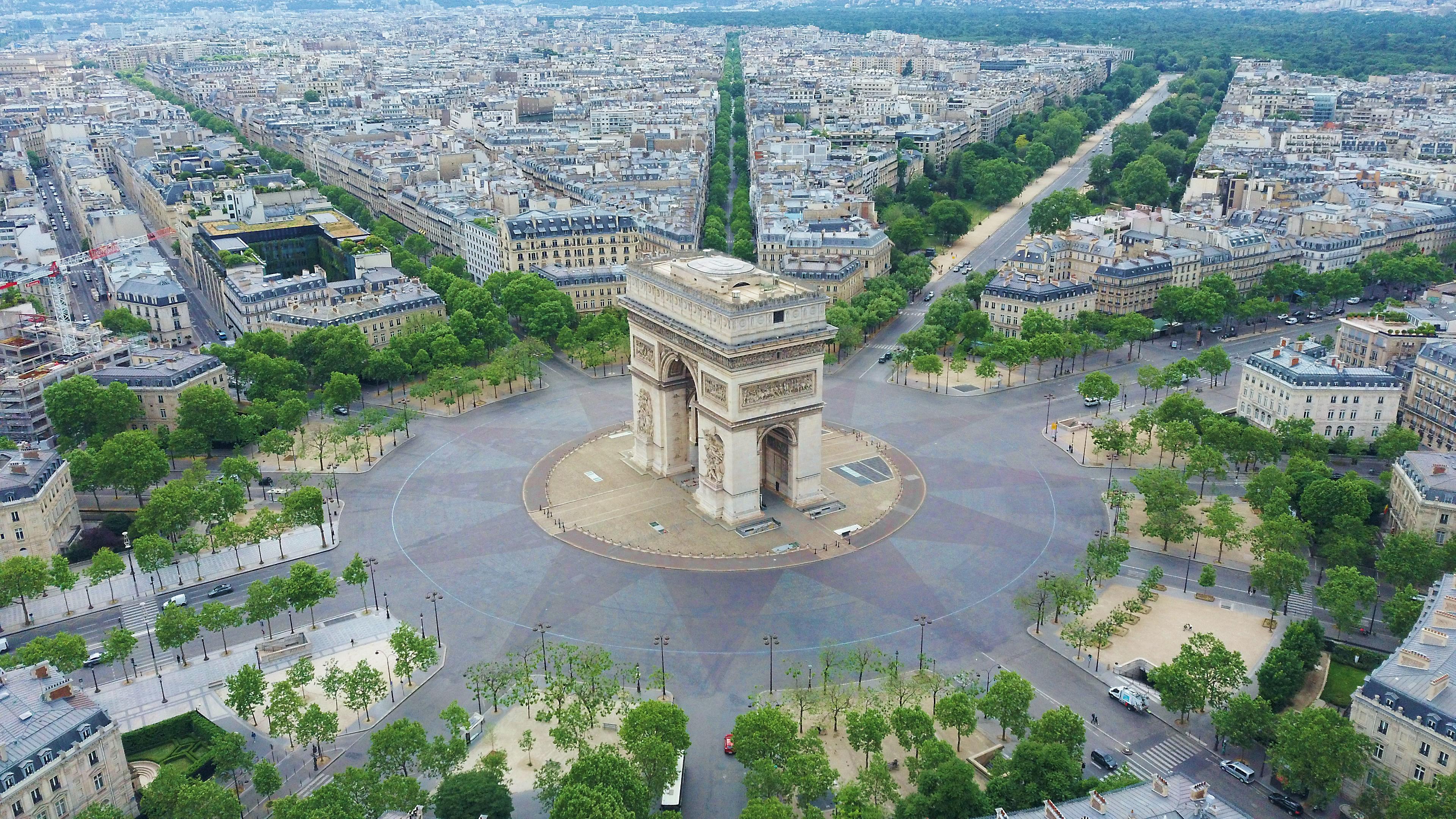 Центр Парижа, столицы Франции, страны, паспорт которой могут оформить иностранцы